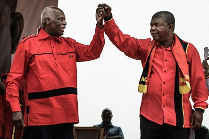 Angolan President and The People's Movement for the Liberation of Angola President Jose Eduardo dos Santos and MPLA candidate to the presidency Joao Lourenco hold hands during the closing campaign rally in Luanda, on August 19, 2017. / AFP PHOTO / MARCO LONGARI (Photo credit should read MARCO LONGARI/AFP/Getty Images)